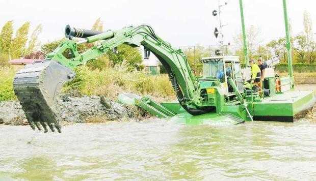 Administraţia Bazinală de Apă Argeş - Vedea a achiziţionat o dragă amfibie multifuncţională 5