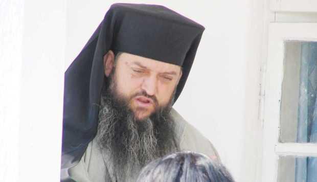 """""""Gherasim e duhovnicul meu, mă împărtăşesc la el (...)  Poate să fie şi tatăl gay-lor!  Şi ăia de la Patriarhie sunt!"""" 3"""