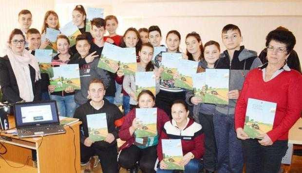 """""""Europe Direct"""", sesiuni de informare despre agricultură în patru comune din Argeş 5"""