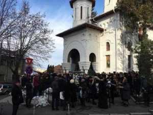 Preotul găsit mort în altar a fost înmormântat. Sute de oameni l-au condus pe ultimul drum 5