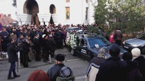 Preotul găsit mort în altar a fost înmormântat. Sute de oameni l-au condus pe ultimul drum 8