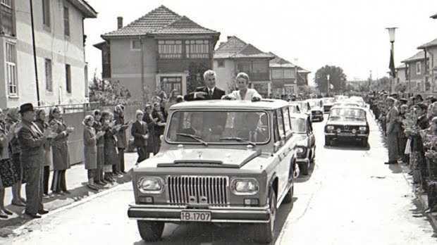 Fiscul vinde una dintre maşinile ARO ale lui Ceauşescu 5