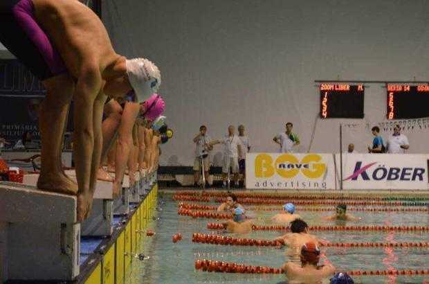Sute de înotători concurează la Bazinul Olimpic din Pitești 5