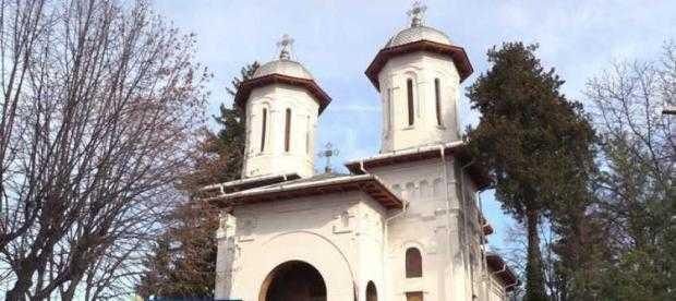 """Preot găsit mort în altarul bisericii """"Maica Precista"""" din Pitești 5"""
