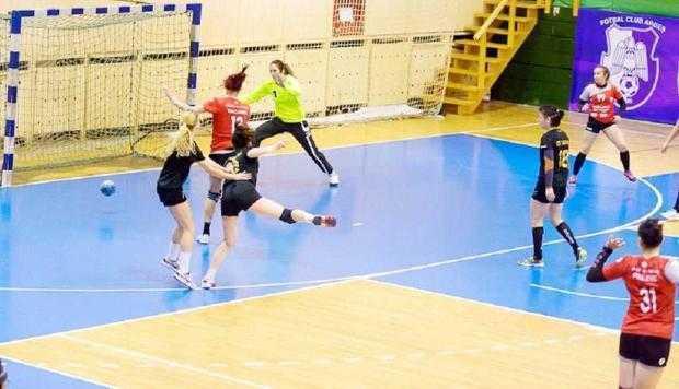 Echipa de handbal  a CS Dacia Mioveni, în continuare  liderul seriei C 5