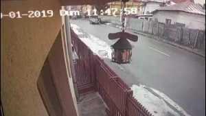 Ginerele și-a lovit soacra cu mașina! 5