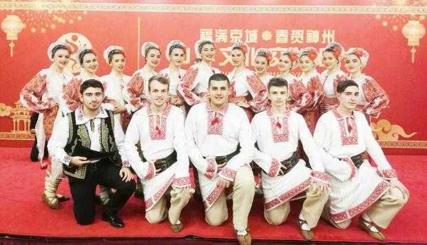 Ansamblul Plai de Dor din Mioveni, aplaudat de mii de oameni în China 5