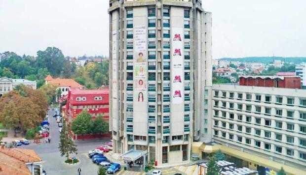 """Exclusiv. S-a vândut Hotelul """"Muntenia"""". Un patron de păcănele a dat 5 milioane euro pe el 2"""