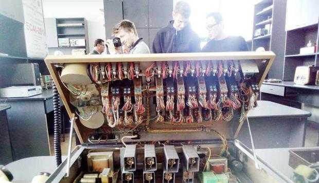 Expoziţie de echipamente de radiocomunicaţii la UPIT 6