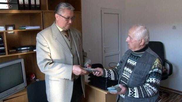 Un bătrân din Aninoasa a donat o sumă impresionantă spitalului din Câmpulung 5