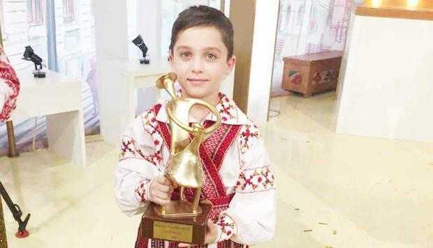 """Andrei, """"fiul regimentului"""", face naveta 20 km pe zi  ca să ajungă dansator 4"""