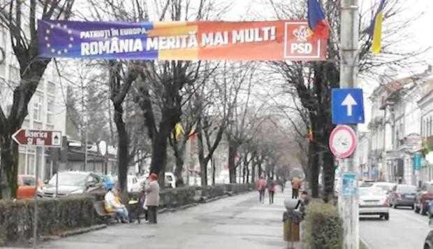 """""""Partidele istorice"""" au bannere  în centrul istoric al Câmpulungului 5"""