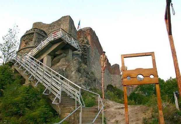 Cetatea Poenari, închisă din cauza urşilor 5