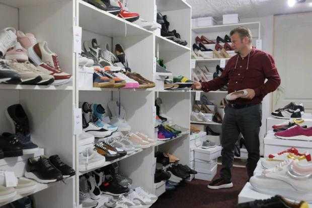 presshub.ro: O fabrică din Segarcea s-a retehnologizat cu bani europeni și a devenit unic producător de pantofi sport pentru Max Mara – PressHub 5