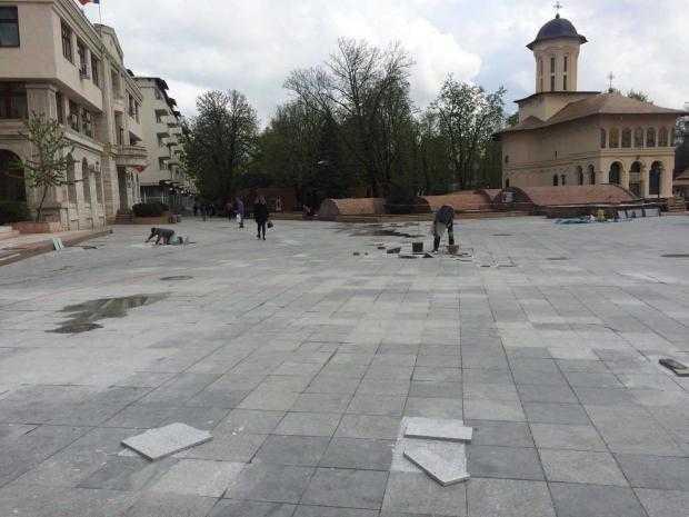 presshub.ro: Primăria Focșani dă din nou bani pentru reabilitarea parcului central și înlocuiește dalele din Piața Unirii, deși zona a fost amenajată cu bani europeni 5