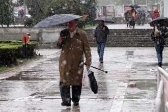 Cod galben de ploi torențiale în Argeș.La munte ninge 8