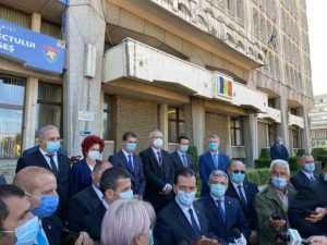 La ședința foto cu Orban, o candidată a PNL Argeș aflată în carantină 5