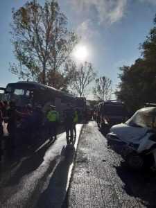 Accident cu multiple victime la Cotmeana, între un autocar și o autoutilitară 9