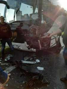 Accident cu multiple victime la Cotmeana, între un autocar și o autoutilitară 6