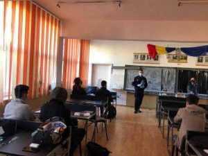 Activități preventive desfășurate de jandarmi și polițiști la unități școlare din Argeș 3