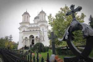 Hramul Bisericii Sfânta Vineri, în condiții de pandemie. La Pitești, în loc de pachete s-au distribuit icoane ale Sfintei Parascheva 3