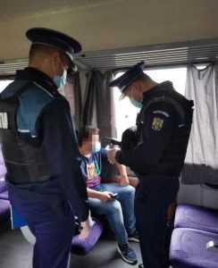 Controale în trenuri și gări! Polițiștii verifică dacă oamenii poartă masca 7