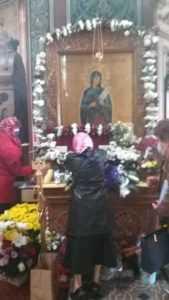 Hramul Bisericii Sfânta Vineri, în condiții de pandemie. La Pitești, în loc de pachete s-au distribuit icoane ale Sfintei Parascheva 5