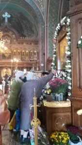 Hramul Bisericii Sfânta Vineri, în condiții de pandemie. La Pitești, în loc de pachete s-au distribuit icoane ale Sfintei Parascheva 6