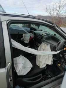 Accident la Berevoești. Șofer extras din mașină de către pompieri 9