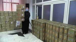 1200 de pachete cu dulciuri, alimente, rechizite și cărți de rugăciuni distribuite de Arhiepiscopia Argeșului și Muscelului familiilor în dificultate 4