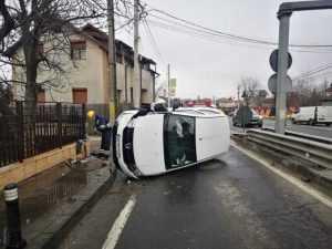 Accident la Bascov. O mașină a intrat în conducta de gaze 5