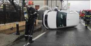 Accident la Bascov. O mașină a intrat în conducta de gaze 4