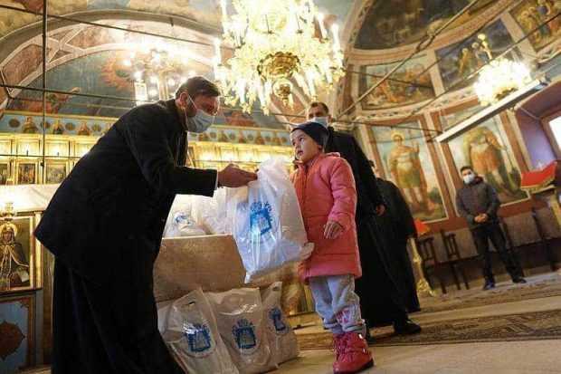 """Proiectul social-filantropic ,,Bucuria Crăciunului"""" a ajuns și în Protoieria Mioveni 2"""