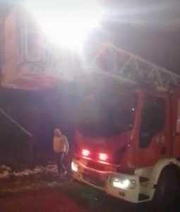 Ștefănești. Flăcările au ars acoperișul unei case 5