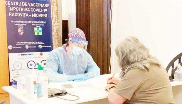 S-a intrat în etapa a doua de vaccinare! Centrele de vaccinare au câte 60 de pacienţi zilnic. Mioveniul, de departe cel mai modern 8