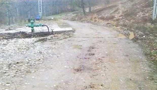 """Un argeşean se luptă cu OMV Petrom în instanţă pentru că i-a defrişat livezile de pruni şi i-a poluat terenul / """"Şi Ceauşescu făcea contracte de închiriere. Plătea la timp şi nu distrugea atât"""" 8"""