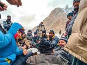 Alpinistul argeșean Alex Găvan și partenera sa italiancă - urări din tabăra de bază a K2 3