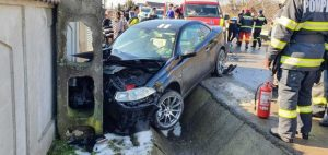 Accident în Argeș. A pierdut controlul mașinii și a intrat într-un autoturism parcat 3