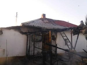 Trei autospeciale au intervenit la incendiul din comuna Ștefan cel Mare 3