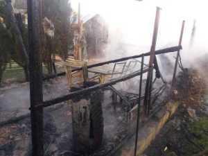 Trei autospeciale au intervenit la incendiul din comuna Ștefan cel Mare 4
