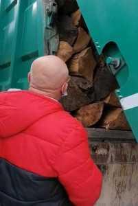 Lemne transportate cu mașina de gunoi, în Argeș. Amendă de 5000 de lei 7