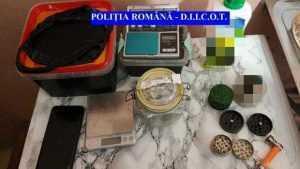 Percheziții în Pitești și Mioveni la traficanții de droguri 2