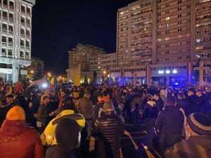 Protest anti - mască și anti-restricții în Piața Milea și în fața sediului PNL 7