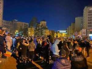 Protest anti - mască și anti-restricții în Piața Milea și în fața sediului PNL 5