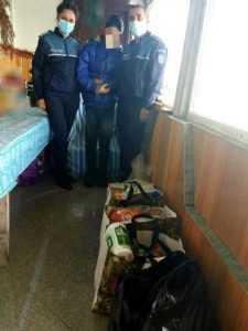 """""""Dăruim de sărbători""""-De Paște, polițiștii argeșeni au ajutat mai multe persoane nevoiașe 6"""