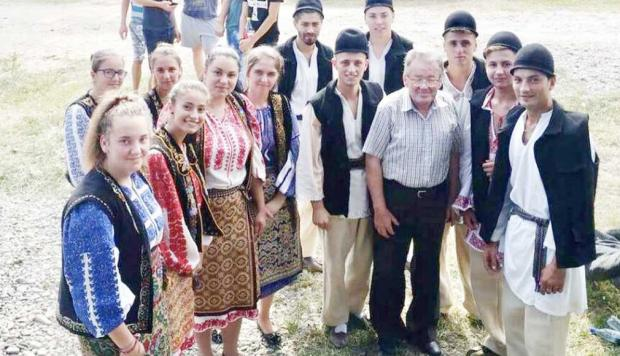 Profesorul Ion Stroe, considerat folcloristul de renume al văii Bratiei 4