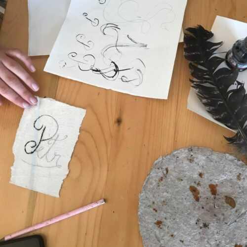 """Câmpulung: Expoziție cu tema """"Scrisoarea lui Neacșu"""". Monograme și inițiale, principalele atracții 3"""