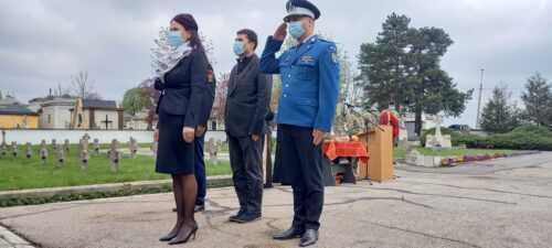 Prefectul Emilia Mateescu, prezentă la ceremonia militară de la Pitesti 5