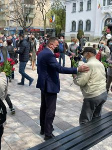 Lalelele din Piața Primăriei, oferite piteștenilor, de Florii 14