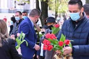 Lalelele din Piața Primăriei, oferite piteștenilor, de Florii 8